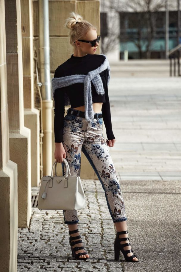 different ways to style floral jeans for spring