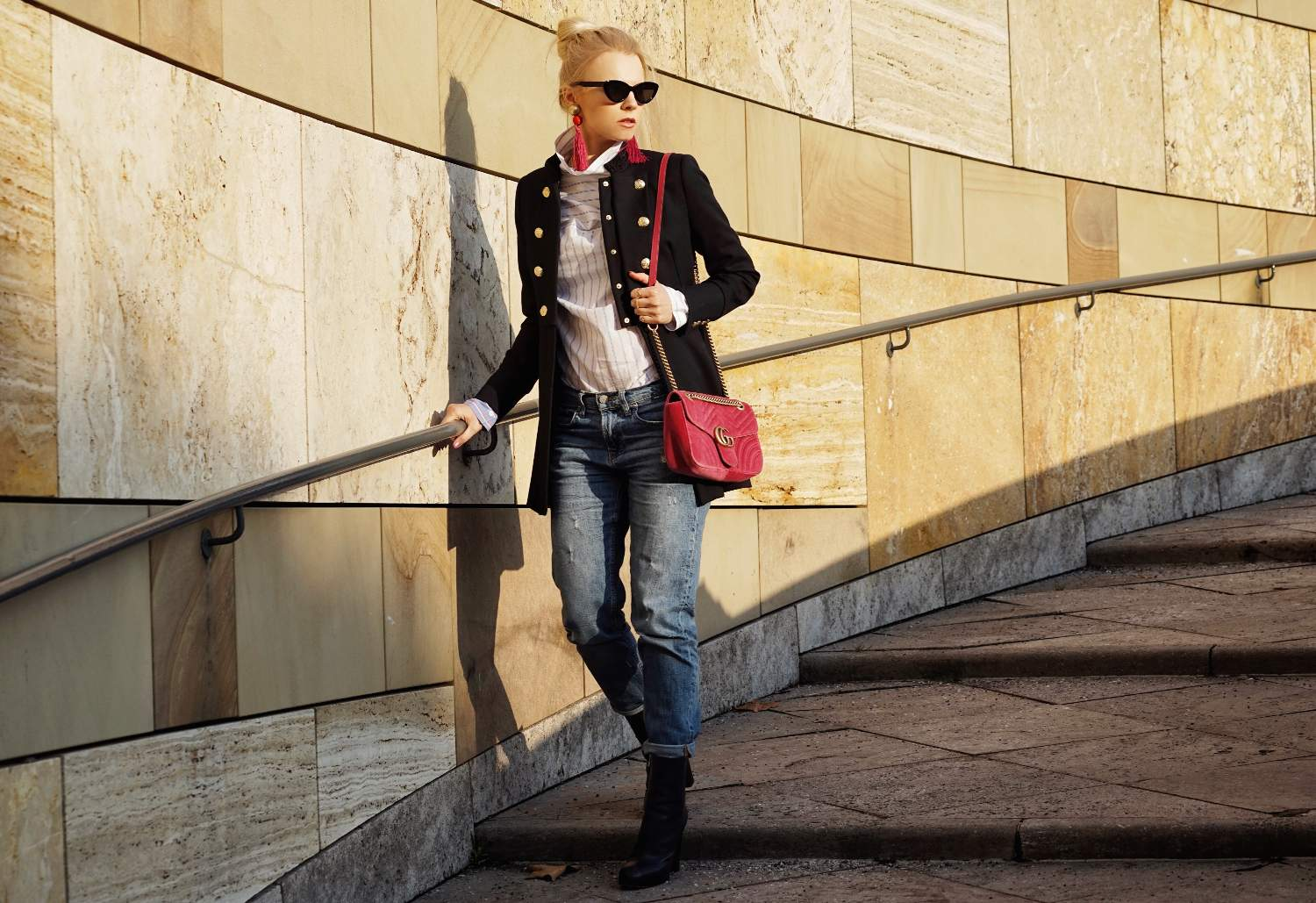Jeans and Blazer with sunglasses