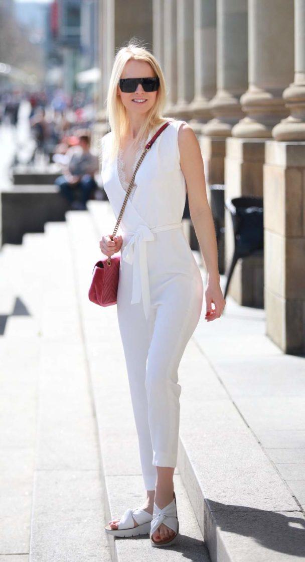jumpsuit mit spitze in weiß